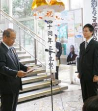 黒松明生さん大和郡山市に金魚の陶芸作品を寄贈_main
